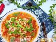 很多人以為金針菇只能煮湯吃,其實這樣做,香香辣辣,比燒烤還香!