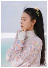 炫彩毛衣飄逸紗裙唯美動人,浪漫至極,時尚足!