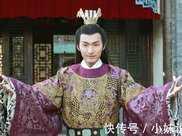 公開拍賣皇位,此人在妻女的誘惑下把皇位買到手,在位66天被殺
