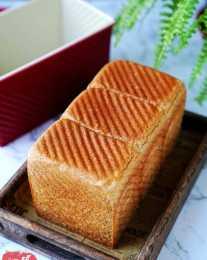 你還在買市面上賣的全麥麵包嗎?還是自己在家做吧!保證是真全麥
