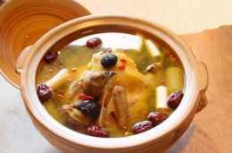 燉雞湯,直接加水燉就錯了!大廚教你正確做法,鮮美不油膩!