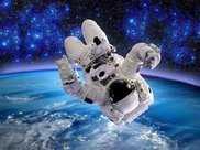 航天員返回地球后,為何是坐在輪椅上被抬出來的?沒想到這麼危險